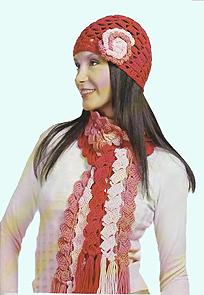 трехцветный шарф и ажурная шапочка