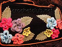 сумочка с отделкой из цветов