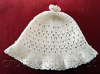 белая вязаная шапочка