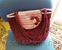 Вот так она выглядит сумочка из атласных ленточек, очень удобно, держит форму за счет жесткости ленты.