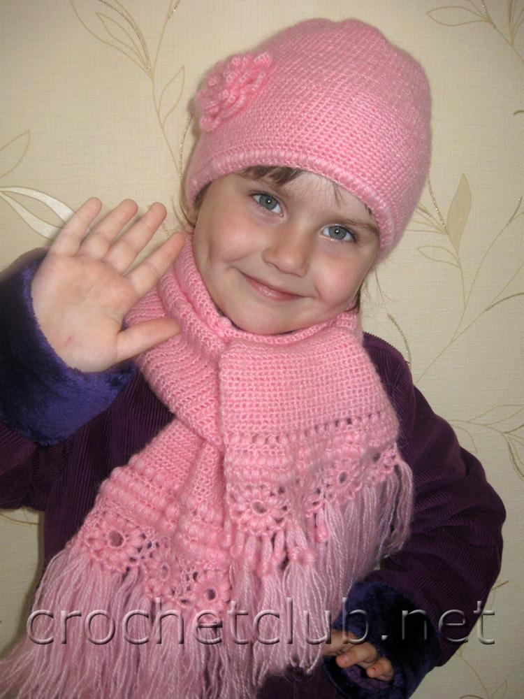 Комментарий: Этот замечательный комплект из шапочки и шарфа для девочки связала.