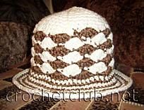 бело-коричневая шляпка