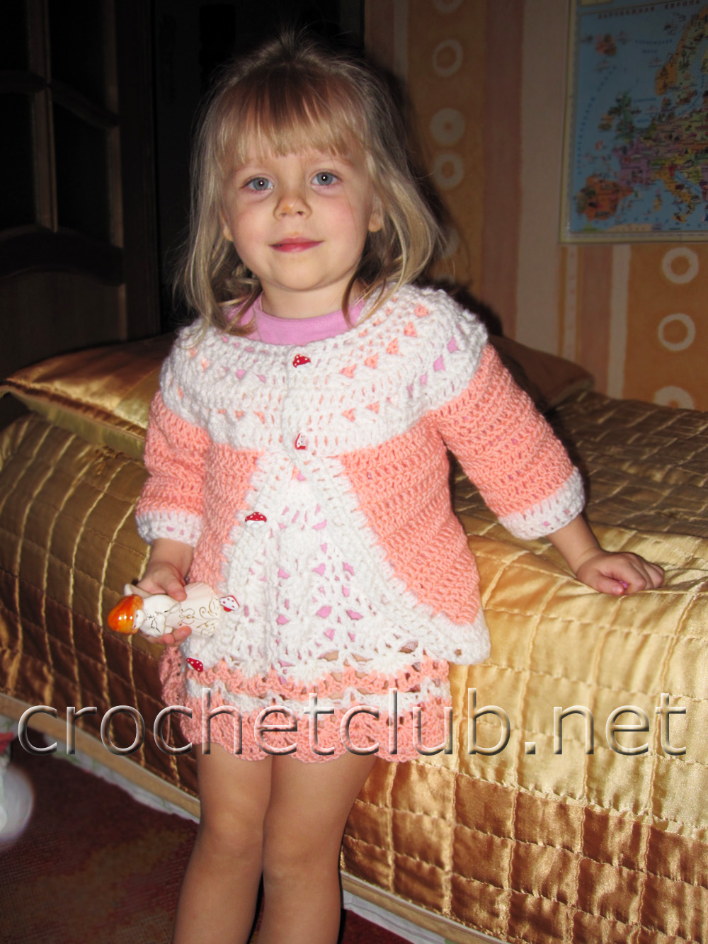 Нежный комплект персикового цвета.  Платье и кофточка для девочки.