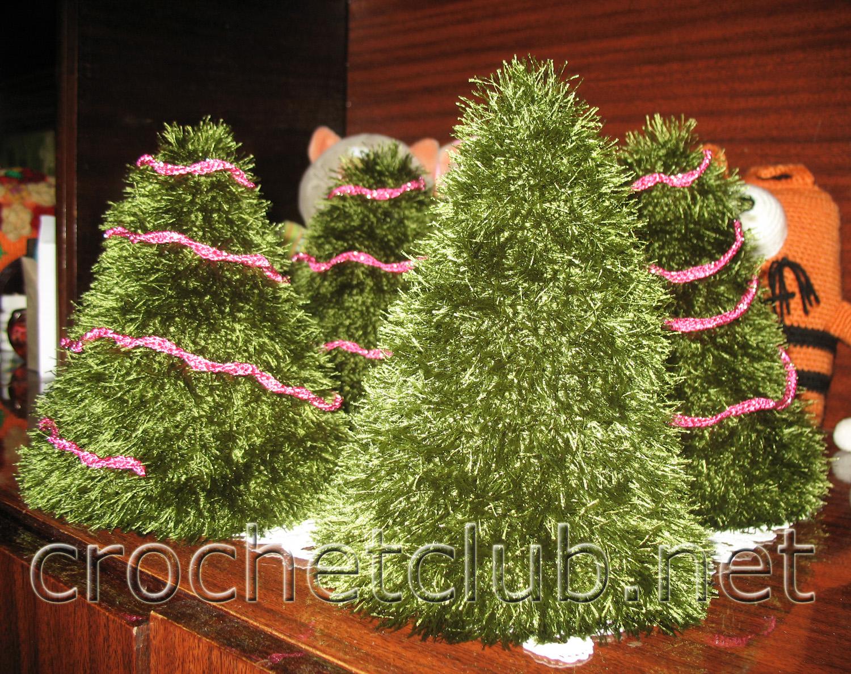 Девочки, ну неужели никто не хочет навязать маленькие елочки из Травки, а. Скоро новый год.