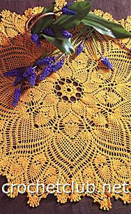 желтая вязаная скатерть