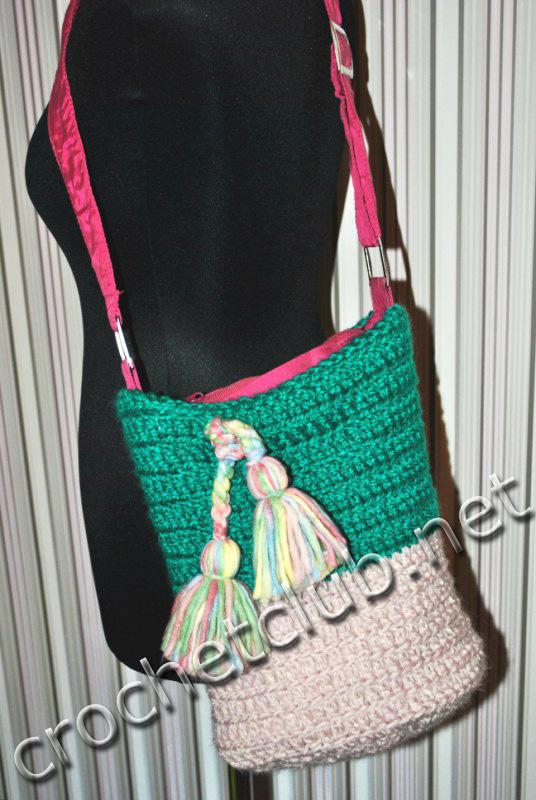 Все эти сумки связаны крючком из атласных лент, украшены дизайнерским...