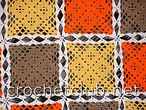 фрагмент пледа из разноцветных квадратов