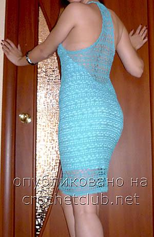 голубое платье, связанное крючком-спинка