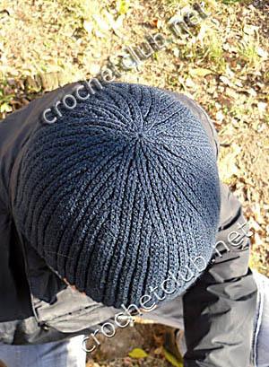 мужская шапка связанная крючком 1