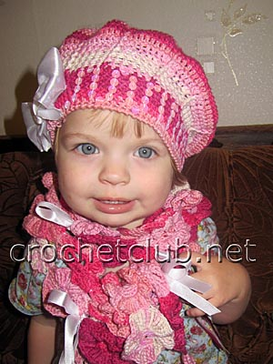 берет и цветочный шарфик
