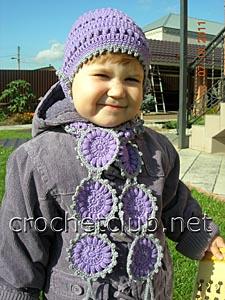 шапочка и шарфик связанный крючком из шерсти