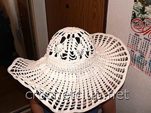 широкополая шляпка, связанная крючком 1