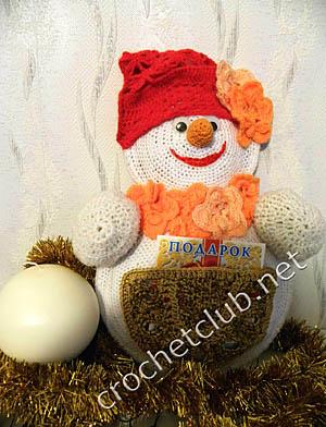 вязаный снеговик для подарков 1