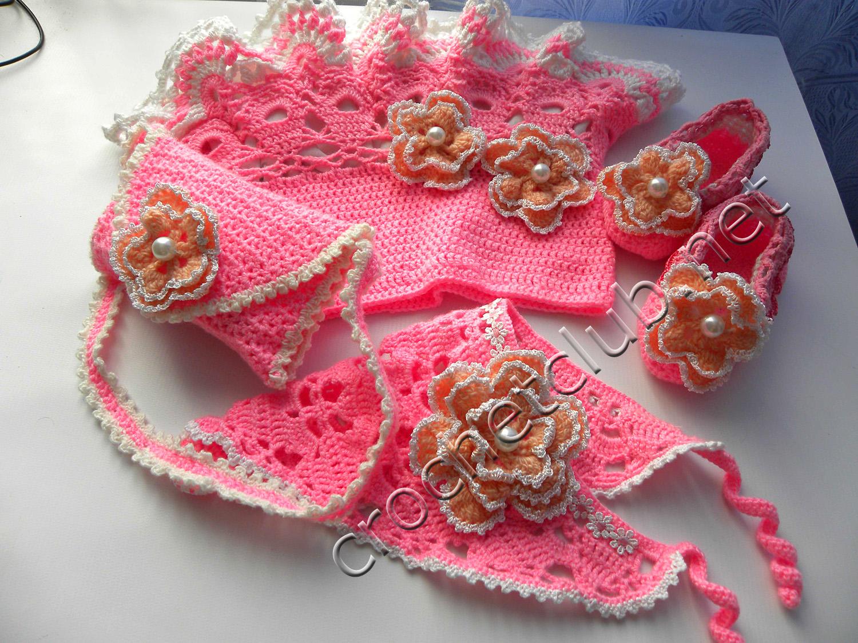 Розовый комплект для малышки до года