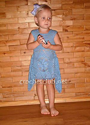 Вязаное платьице для двухлетней малышки