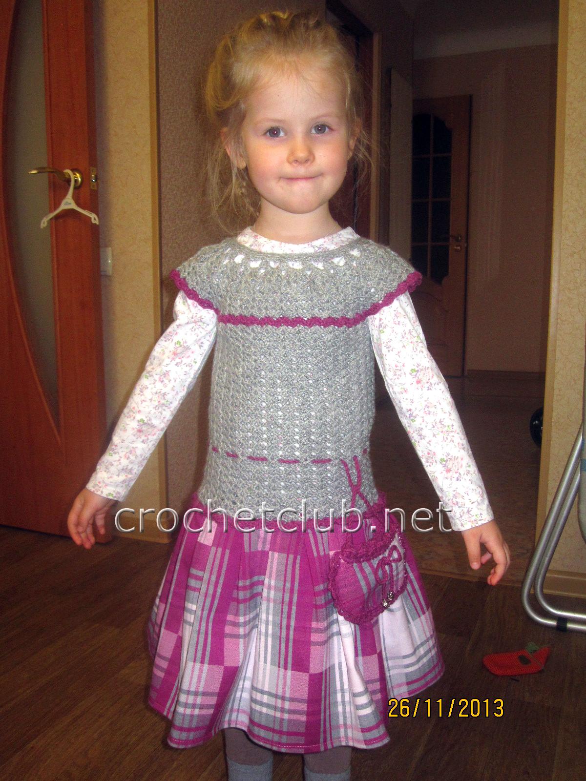 Вяжем теплое платье крючком для девочки