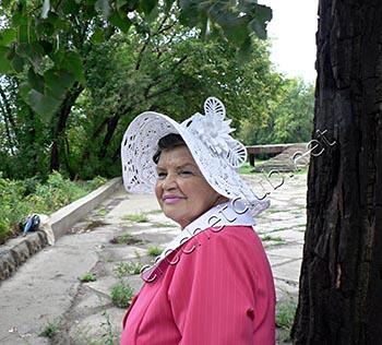 экстравагантная шляпа связанная крючком 1