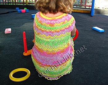 яркое вязаное платьице для малышки 1