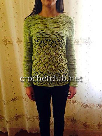 пуловер с узором паучки