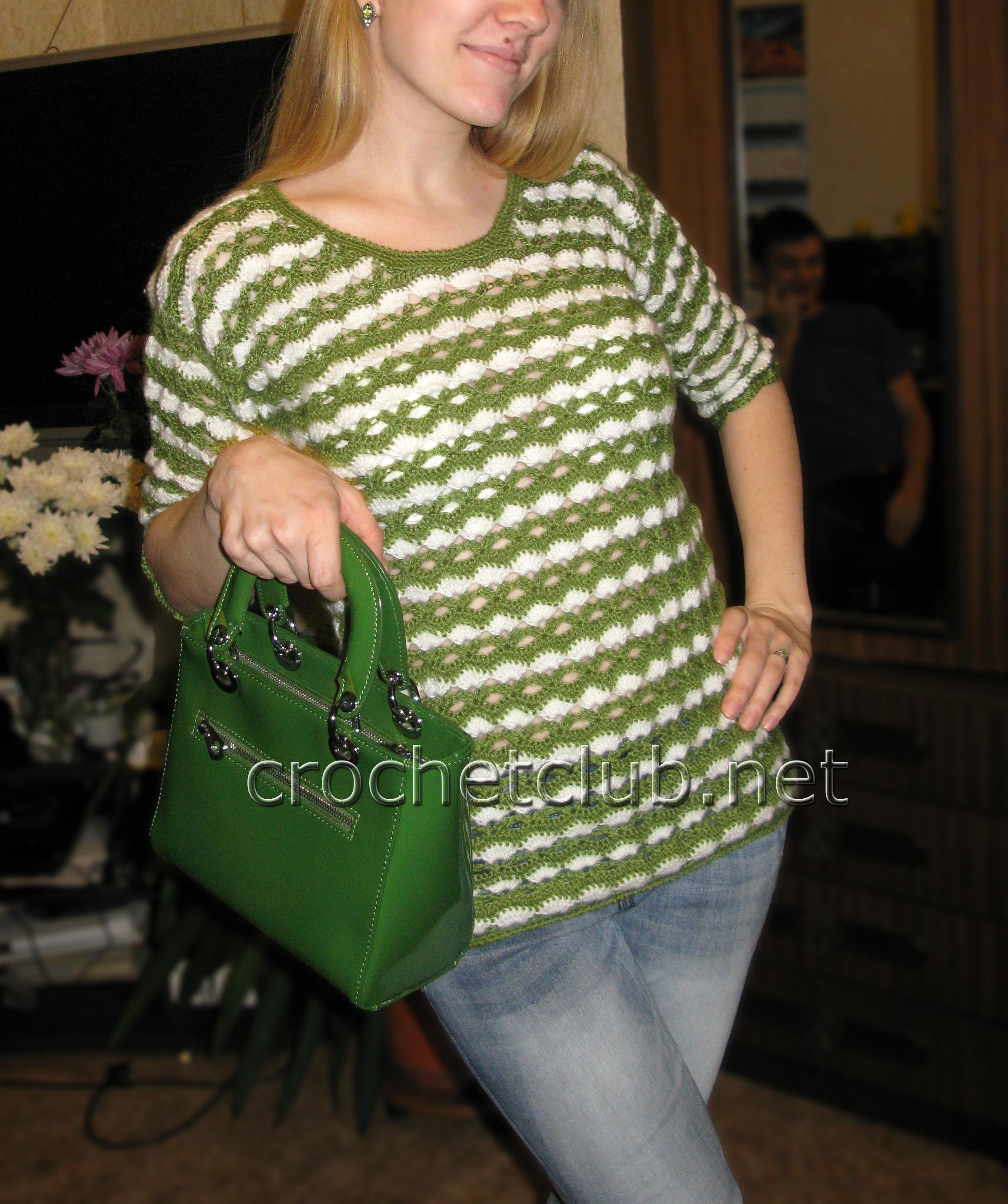 Зеленый вязаный пуловер