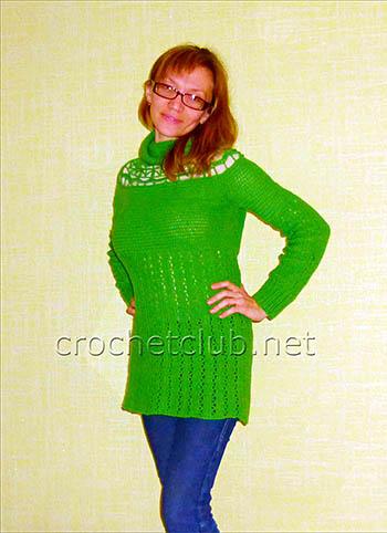 зеленый свитер связанный крючком