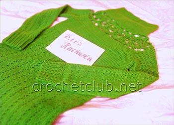 зеленый свитер связанный крючком 1