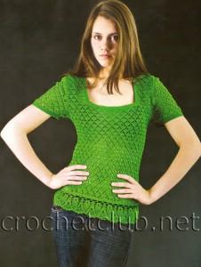 Зеленая футболка, связанная крючком