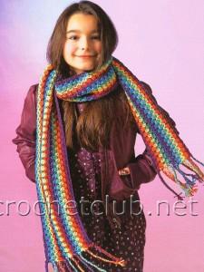 Яркий полосатый шарф