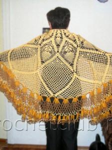 Желтая шаль, связанная крючком