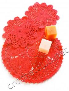 Салфетка с сердечками и подставки для чашек