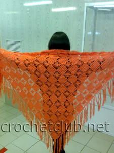 Вязаная оранжевая шаль