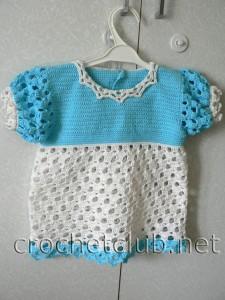 Кокетливое платье для малышки, связанное крючком