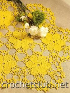 Желтая скатерть из мотивов