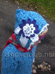 Вязаное голубое пальто и берет на девочку