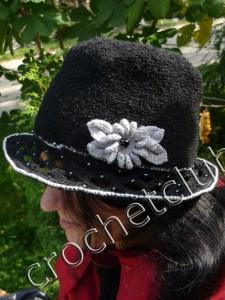 Шляпка и шарф, связанные крючком