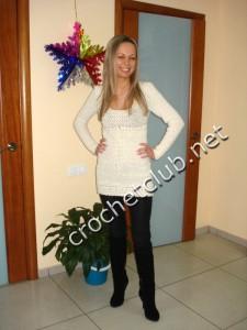 Вязаное платье с отделкой в перуанской технике