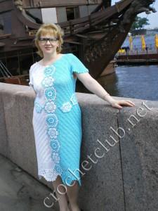 Бело-голубое платье