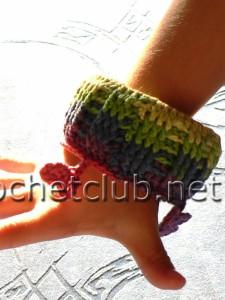 Детский вязаный браслет