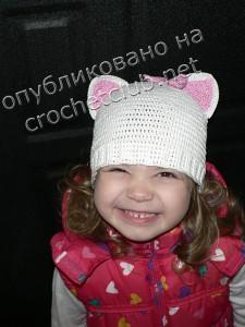 Вязаная шапка-котенок