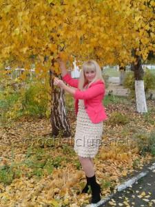 Вязаное платье с рюшами