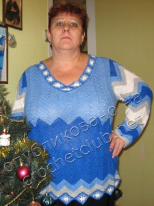 Пуловер, связанный узором зигзаг
