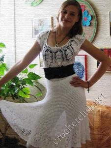 Летнее белое платье с пайетками