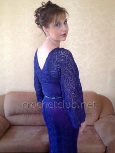 Платье, связанное из ленточного кружева