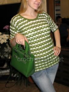 Вязаный бело-зеленый пуловер