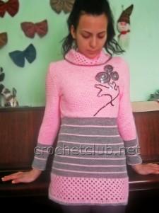 Розовый свитер, связанный крючком