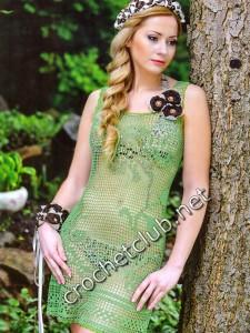 Платье, связанное филейными узорами