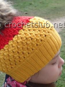 Двухцветная шапка крючком