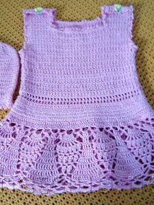Сиреневое платьице и шапочка для девочки