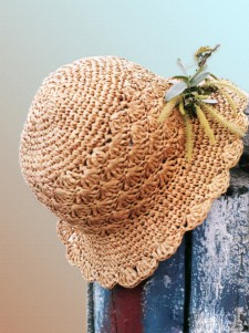 Элегантная вязаная шляпка
