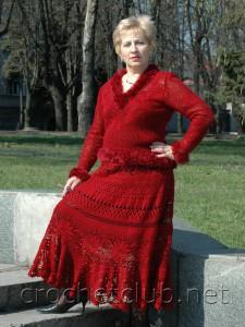 Красный вязаный костюм